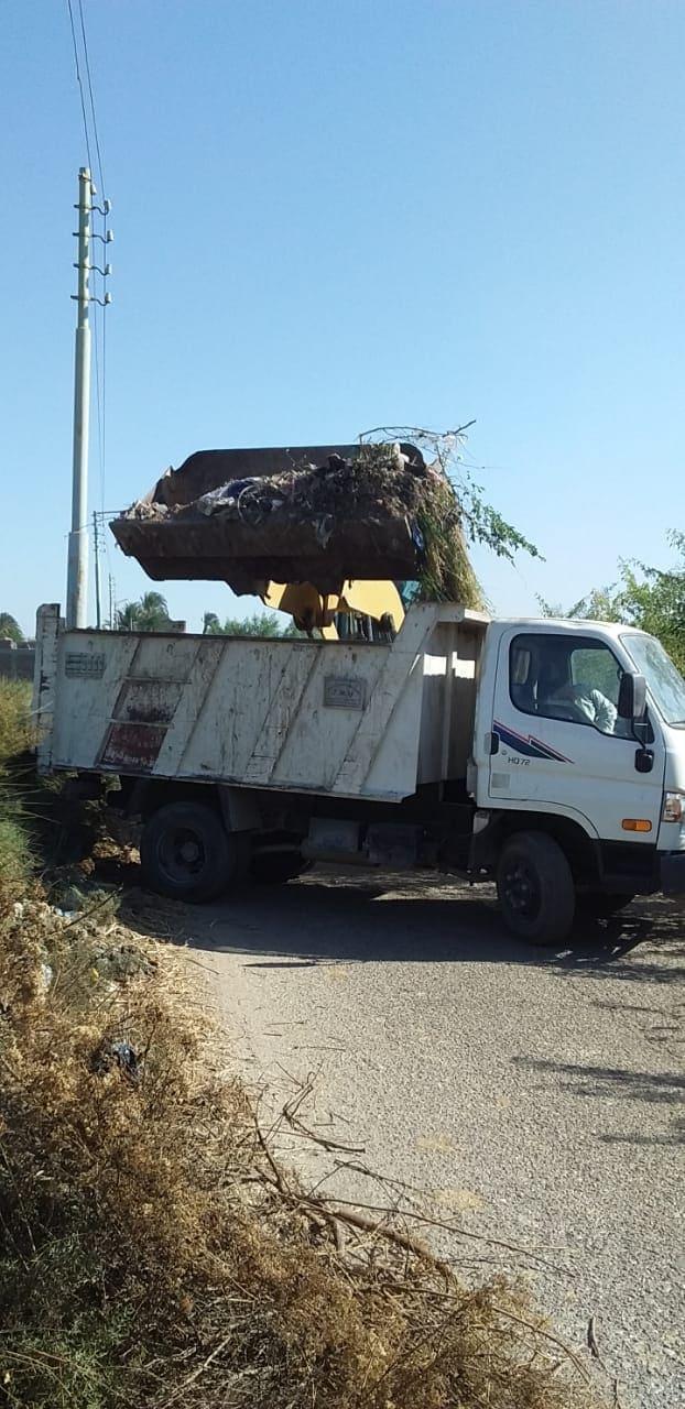 إستمرار أعمال النظافة والتطهير بمدينة أرمنت جنوب الأقصر